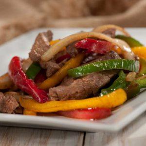 Salteado de carne y vegetales